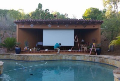 Outdoor-Home-Theater